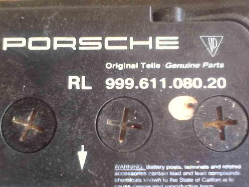 Comment retirer la batterie pour la remplacer ? - Tutoriel Boxster 986 Batter10