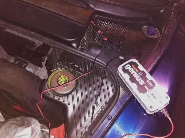 Couper l'allume cigare en même temps que le contact d'une Boxster 986 - Tutoriel Charge10