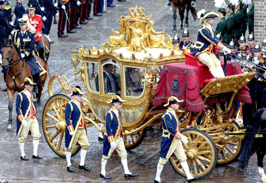 Les véhicules du XVIIIe siècle : carrosses, berlines, calèches, landaus, cabriolets etc. - Page 2 000_pa11