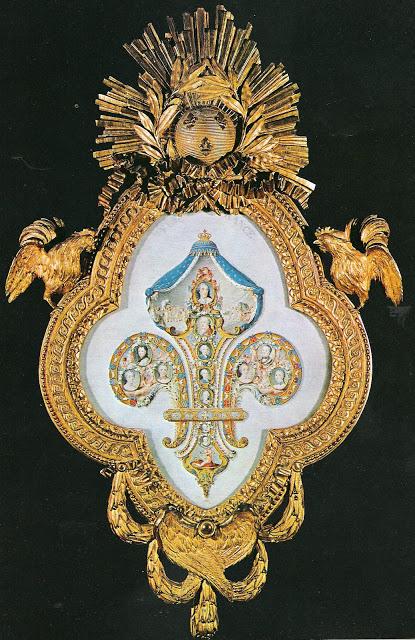 Symbole par excellence de la royauté française :  la Fleur de Lys 2180