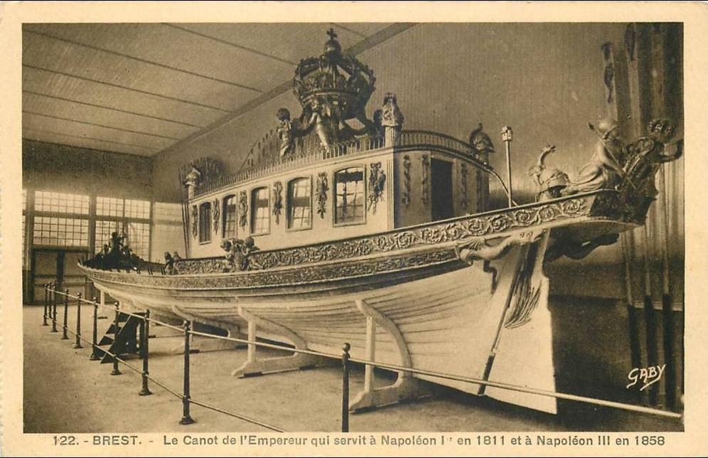 """Le """"Canot impérial"""" de Napoléon quitte le musée de la Marine  376"""