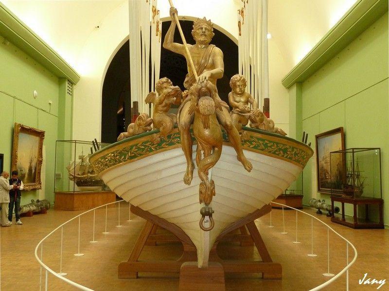 """Le """"Canot impérial"""" de Napoléon quitte le musée de la Marine  379"""