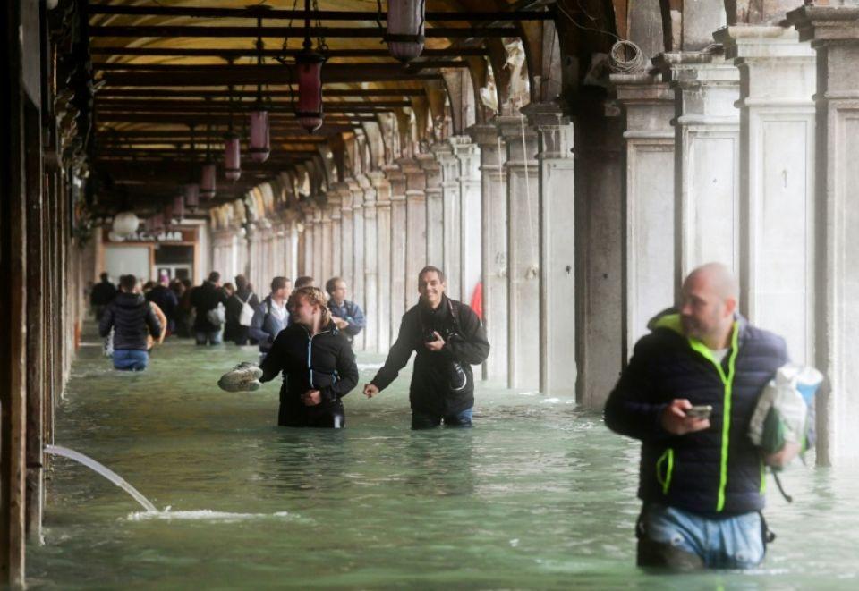 Voir Venise,   et mourir ... - Page 3 388