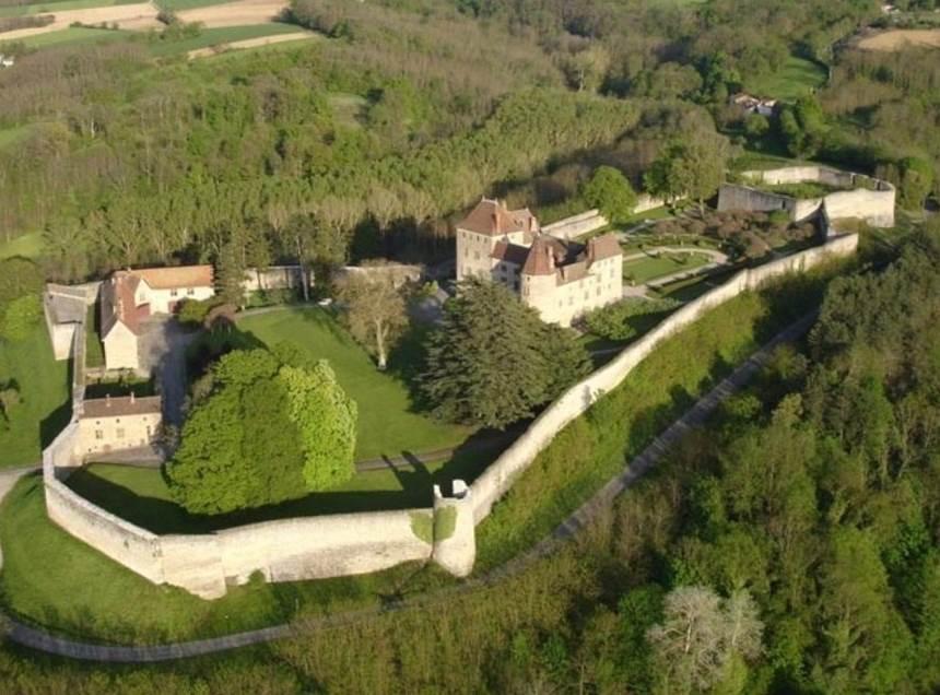 A 30 km au sud de Lyon,  le château de Septème 45203-10