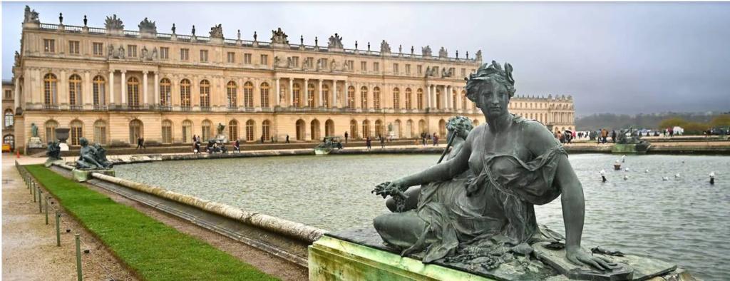 L'après Louis XVI et Marie-Antoinette, à Versailles - Page 2 Captu944