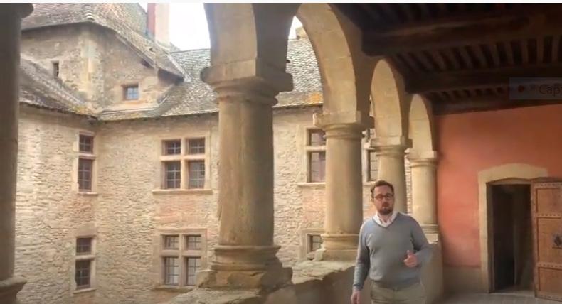 A 30 km au sud de Lyon,  le château de Septème Captur77