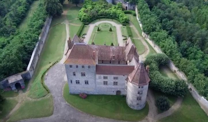 A 30 km au sud de Lyon,  le château de Septème Captur78