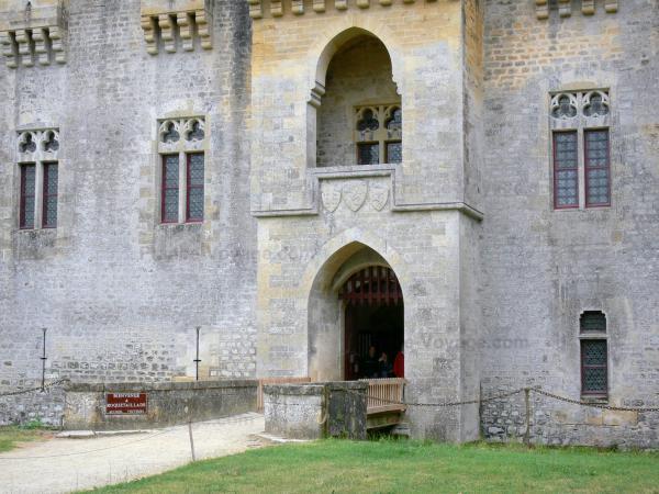 Le château de Roquetaillade Chatea24