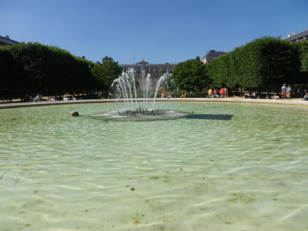 Le Palais Royal - Page 3 Imgp0224