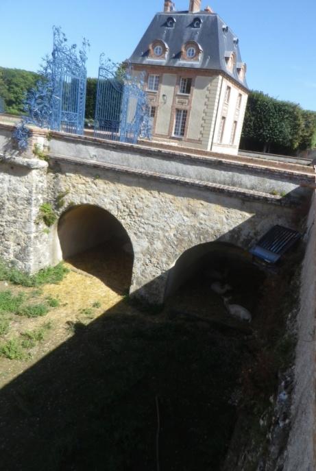 Le château de Breteuil Imgp1319