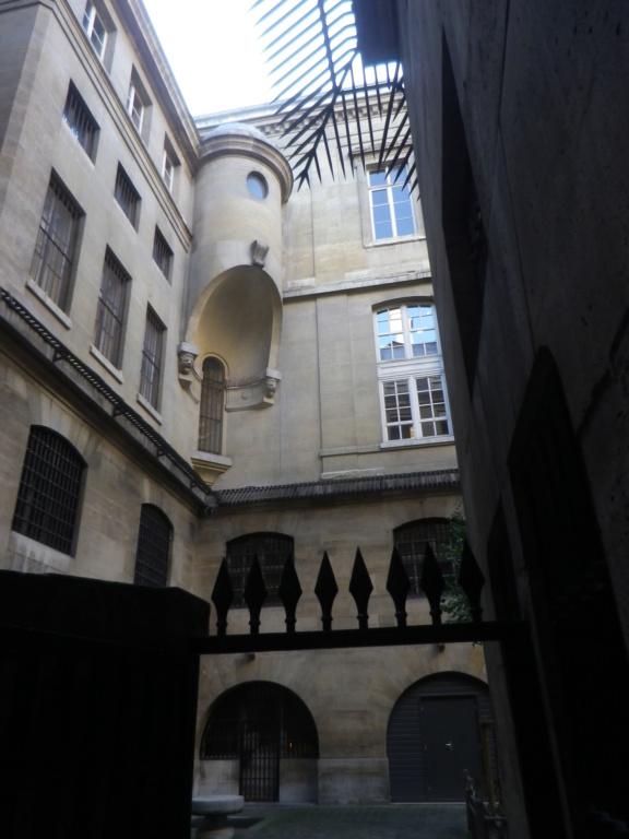La cellule de Marie-Antoinette à la Conciergerie   - Page 6 Imgp1763