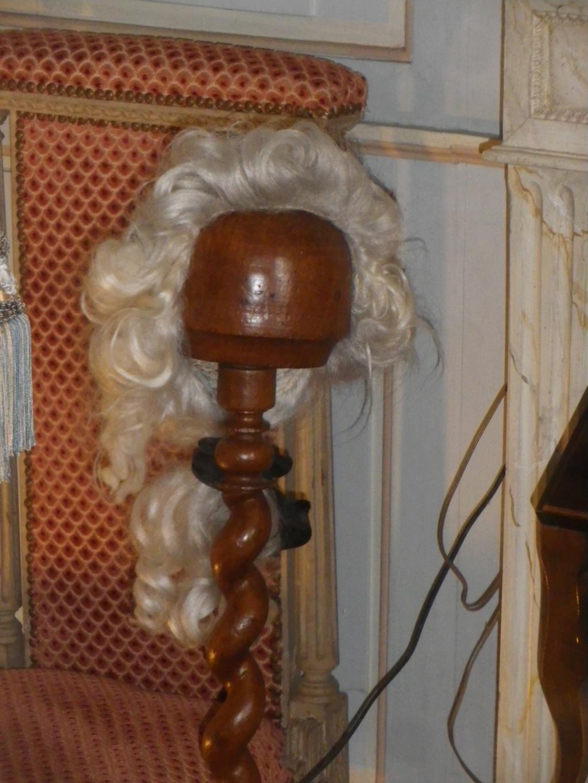 Perruques et  boîtes à perruques au XVIIIe siècle - Page 2 Imgp2236