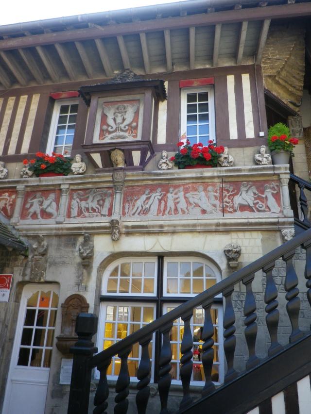 En Normandie,  Dives-sur-mer et la Maison Bleue Imgp3059