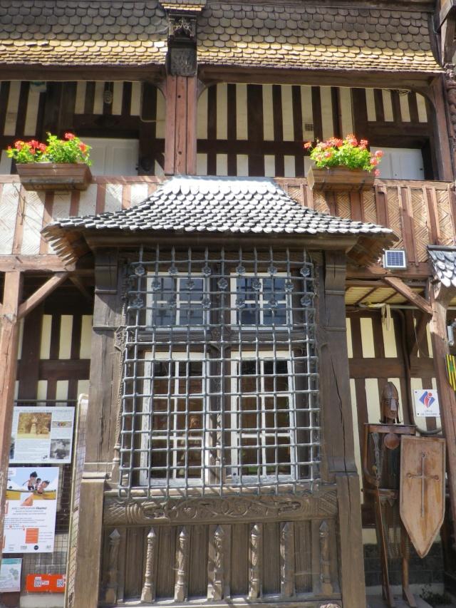 En Normandie,  Dives-sur-mer et la Maison Bleue Imgp3067