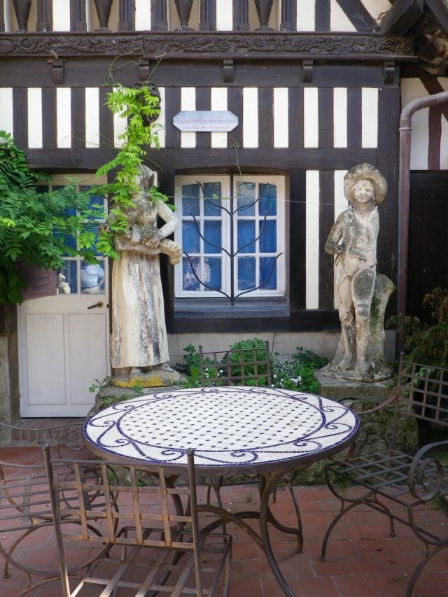 En Normandie,  Dives-sur-mer et la Maison Bleue Imgp3070