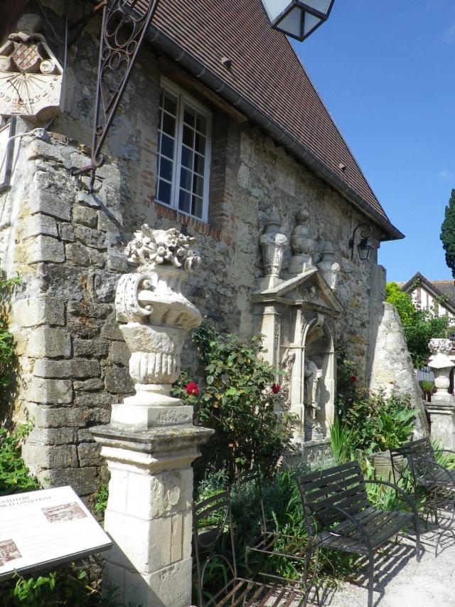 En Normandie,  Dives-sur-mer et la Maison Bleue Imgp3076