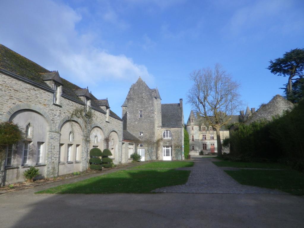 Le château des Ravalet,      et Tocqueville ... Imgp4312