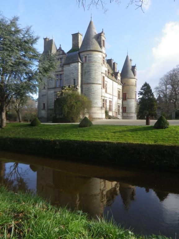Le château des Ravalet,      et Tocqueville ... Imgp4313