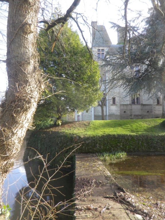 Le château des Ravalet,      et Tocqueville ... Imgp4318