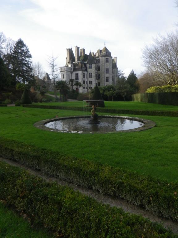 Le château des Ravalet,      et Tocqueville ... Imgp4325