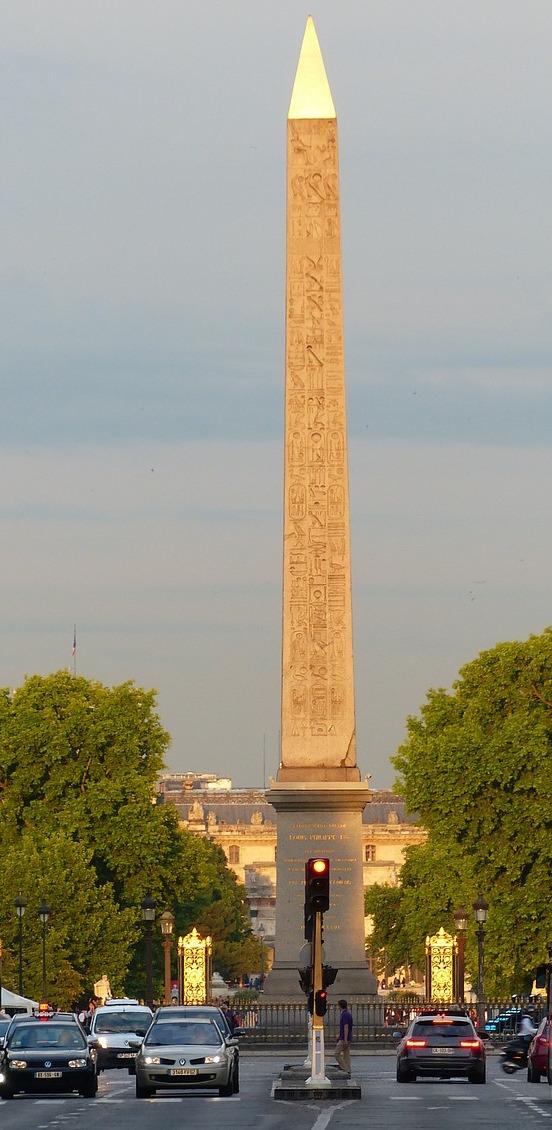 Vandalisme révolutionnaire, les statues des rois abattues Obelis11