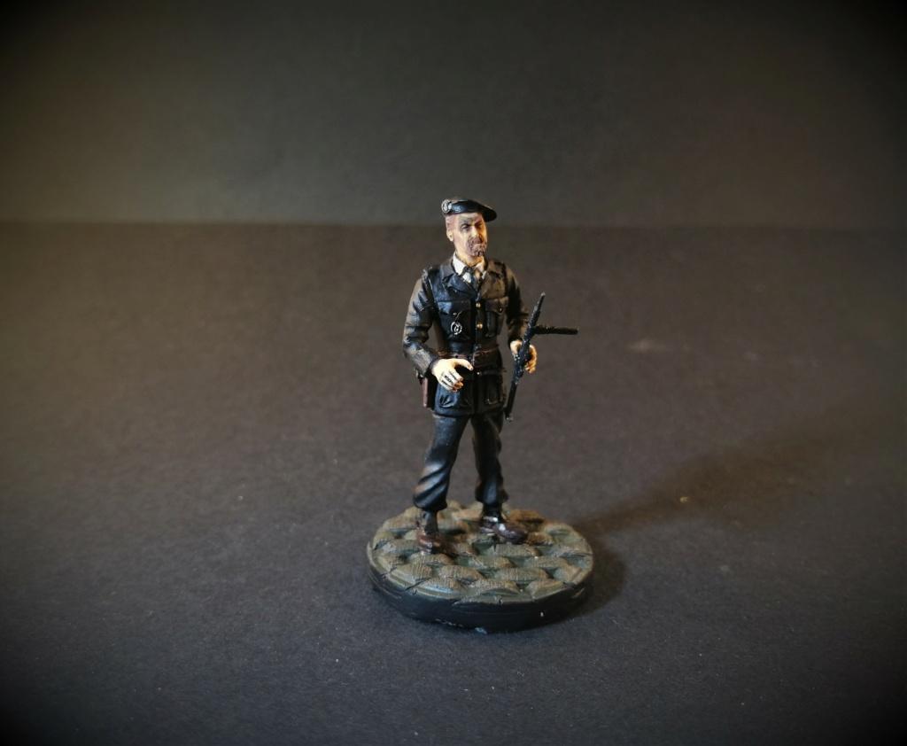 Milicien français 1944 marque inconnue 1/35 Img_2694