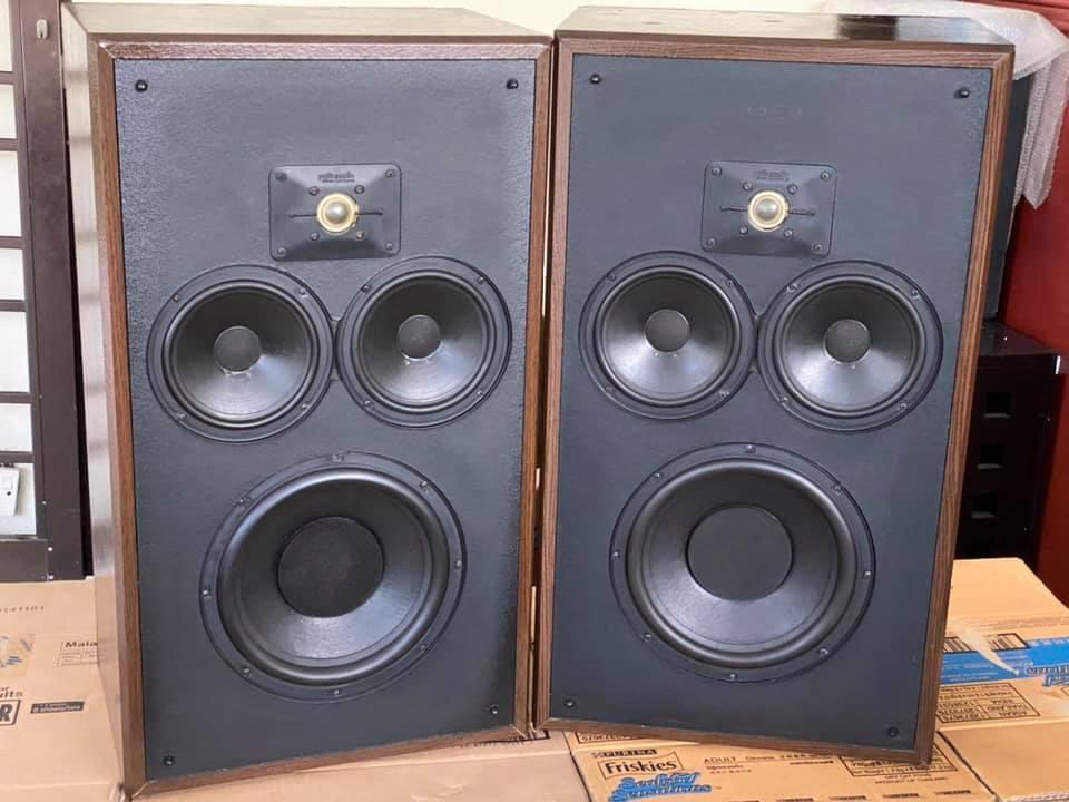 Vintage Polk audio monitor 10 speakers  06d66a10