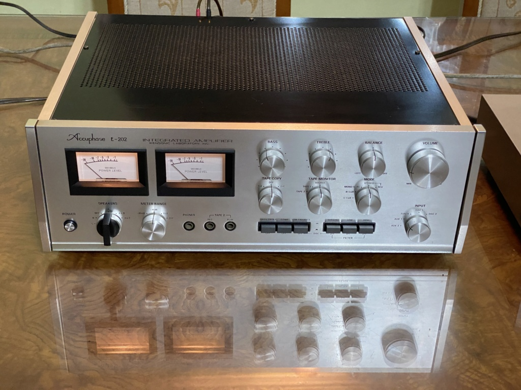 Sold Accuphase E-202 integrated Amplifier B58b5710