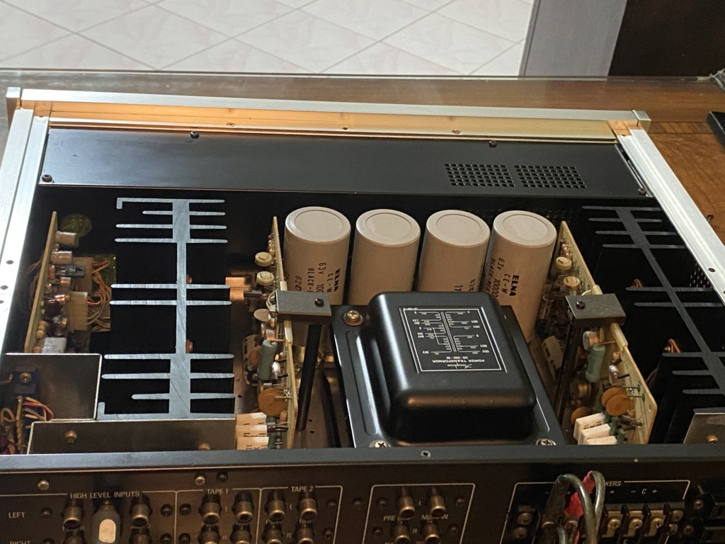 Sold Accuphase E-202 integrated Amplifier Bfc44410