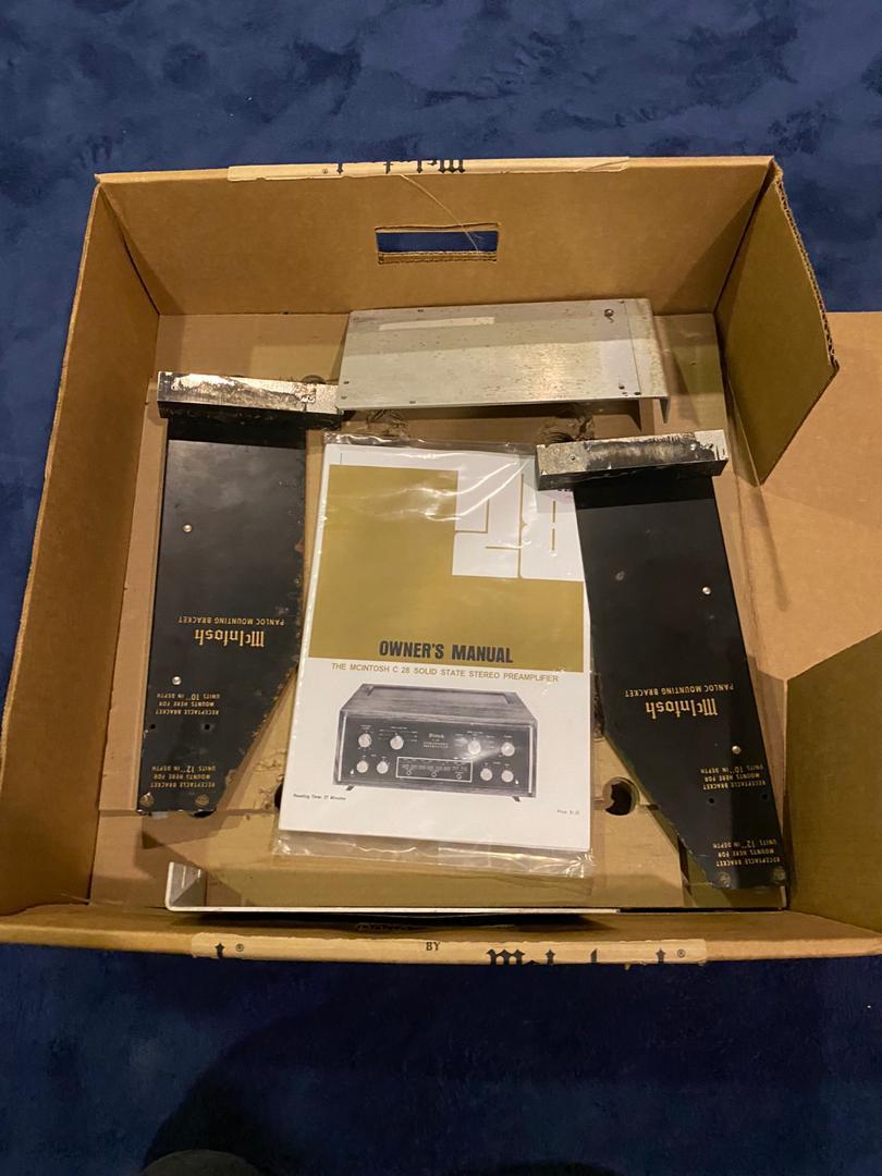MCINTOSH C28  pre amp W/BOX C2e70a10