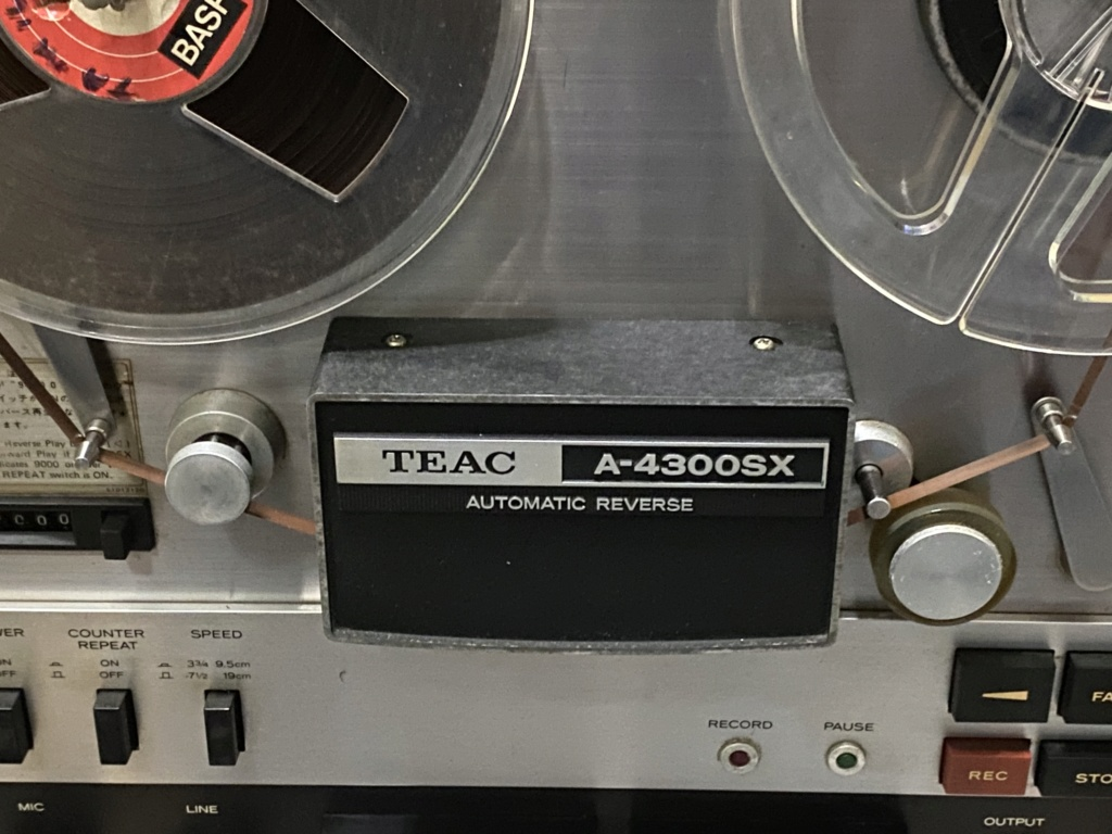TEAC A-4300SX reel to reel stereo tape deck Img_6810