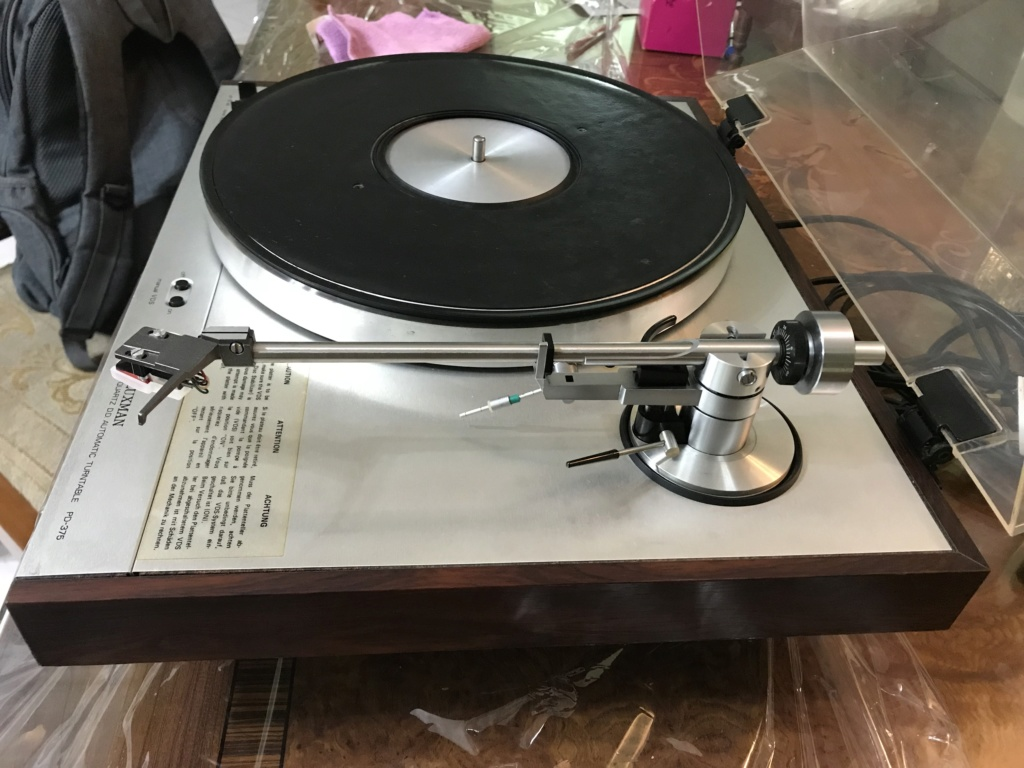 Luxman PD375 TT with built-in vacuum disc stabiliser L113