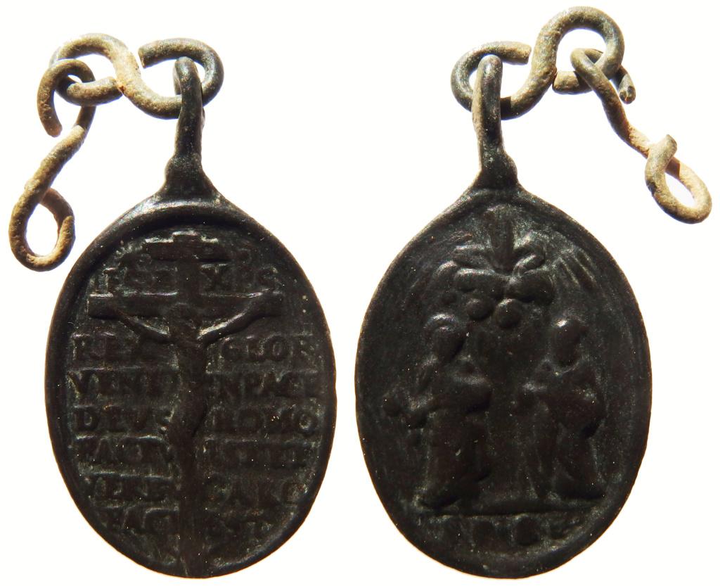Crucifixión Jesús con oración / San Pedro y San Pablo S-XVII P3260212