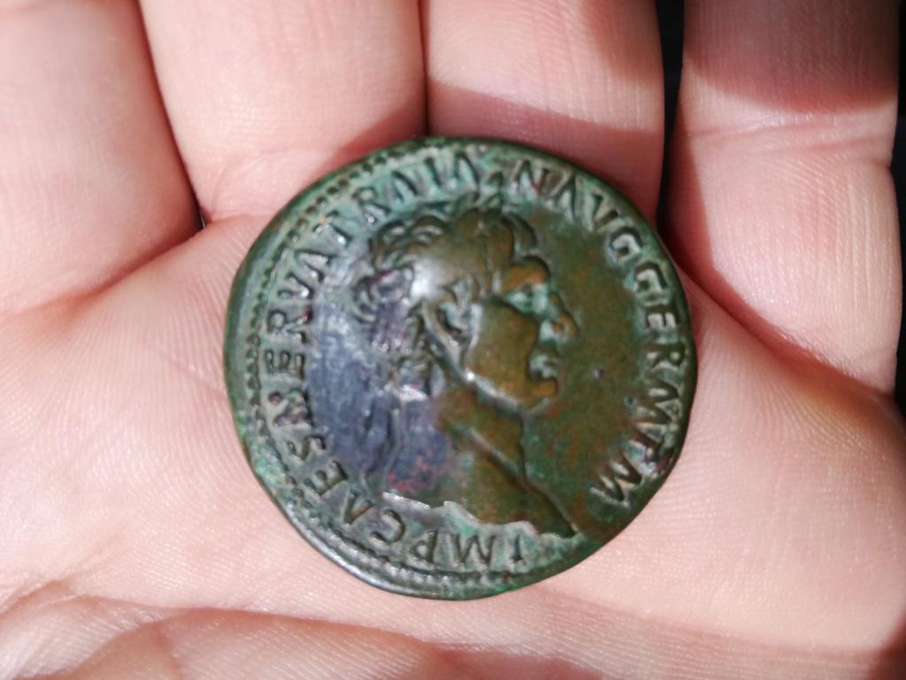 Reproducción de Sestercio de Trajano. Pax sedente Img_2010