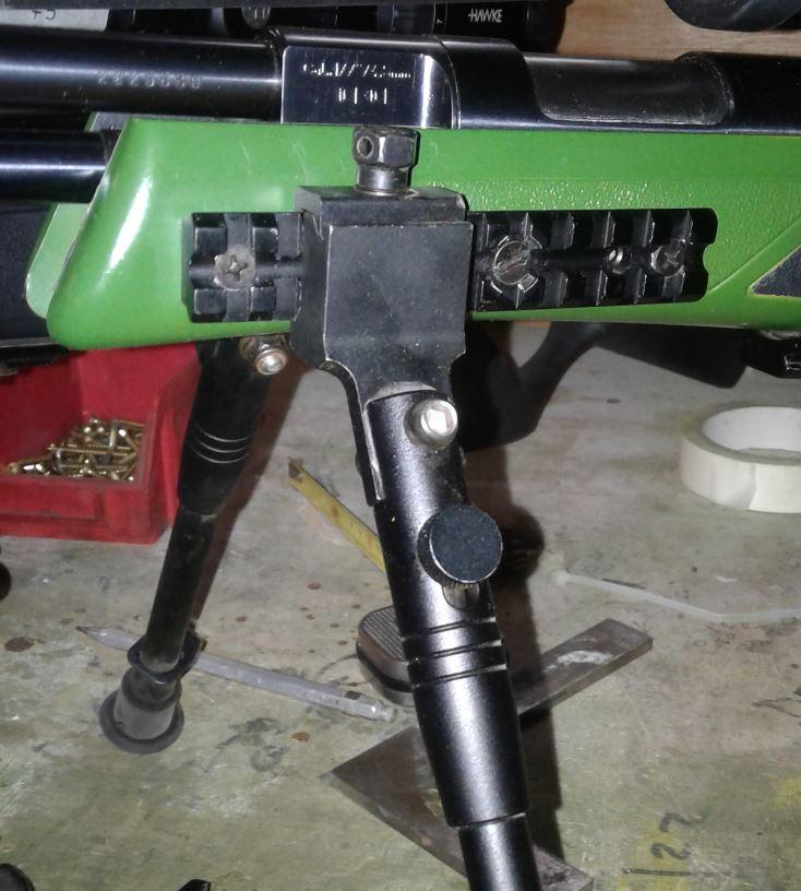 montage de bipied sur carabine a armement par levier (hw97k) 114