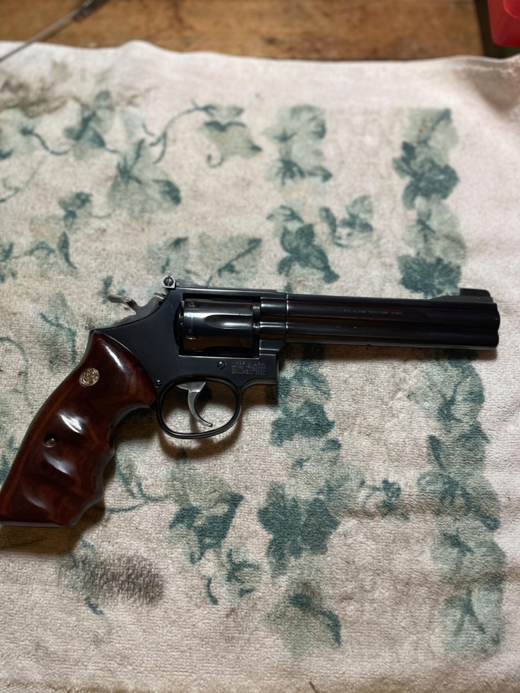 Old v. New S&W Revolvers 31926c10
