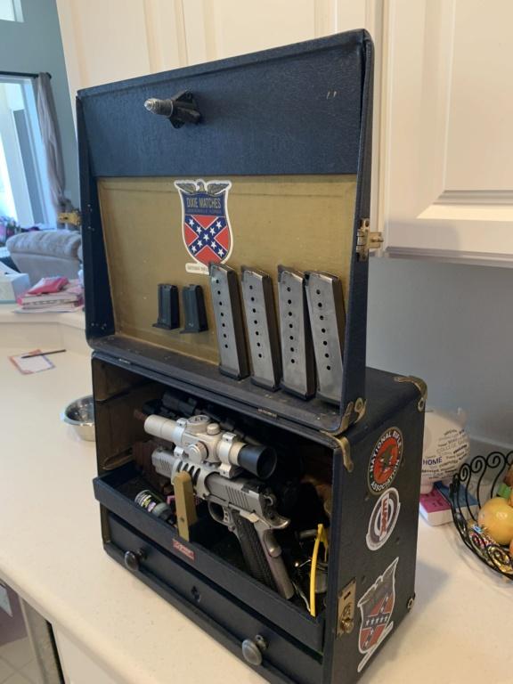A vintage gun box seen on Facebook 36875810