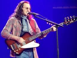 A que se deve a falta de popularidade da Gibson em relação à Fender? - Página 4 Geddy_10