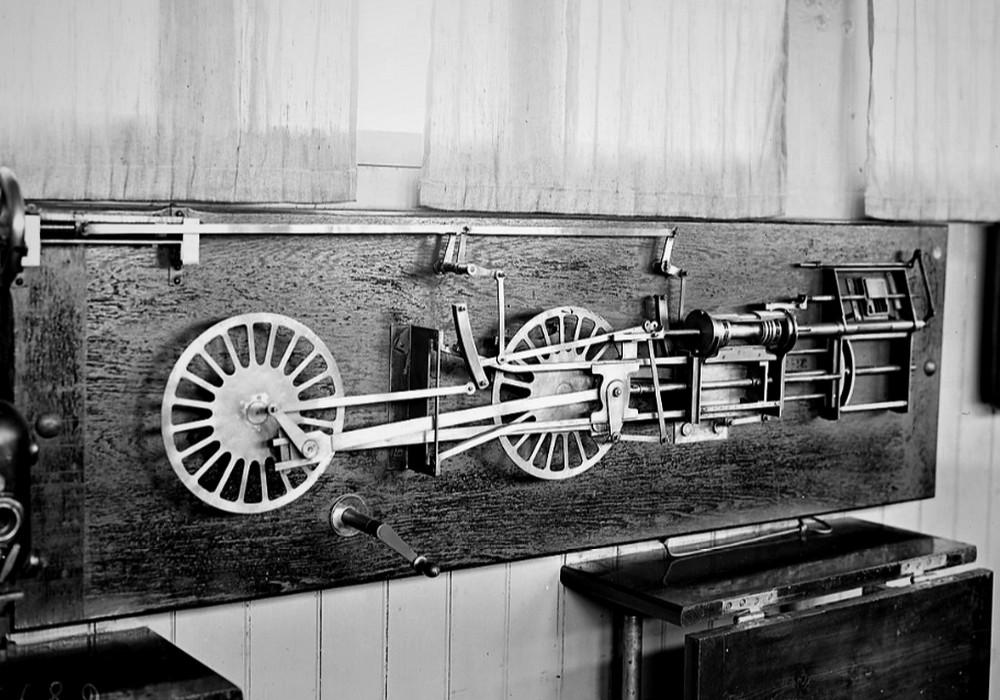 Une ancienne formation qui a permis de conduire le train du trieux ... Bandea11