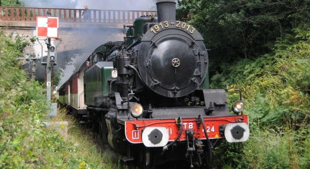 Une ancienne formation qui a permis de conduire le train du trieux ... Bandea13