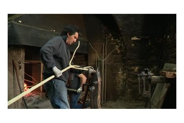 Tailleur de fourches (Le dernier artisan) de France se trouve à Sauve (Gard) Sans1717