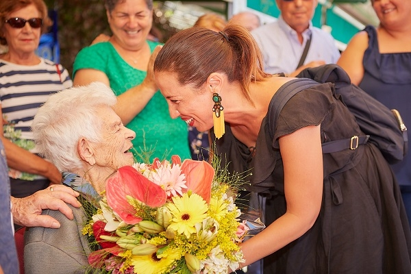 Lady congratulated on her 105th birthday 51736-10