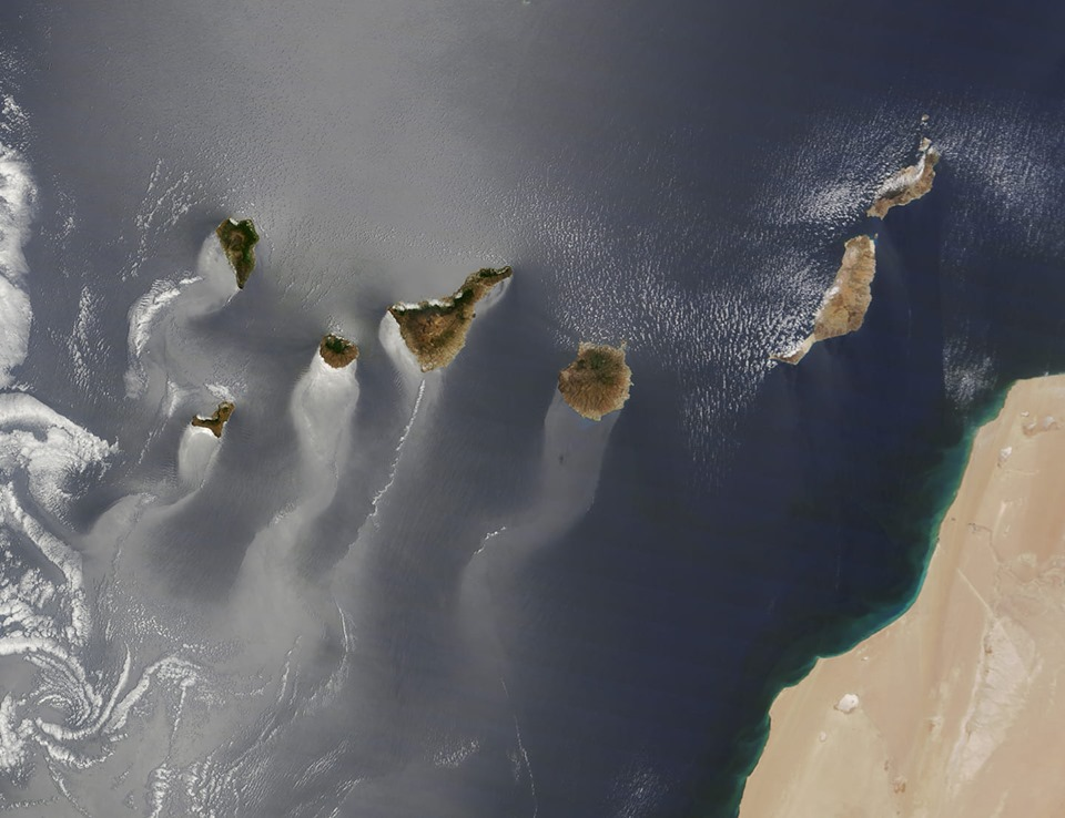 Canary Islands from Space. 71111210