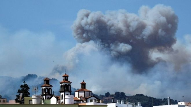 Gran Canaria: Wildfires displace 4,000 on holiday island _1083510