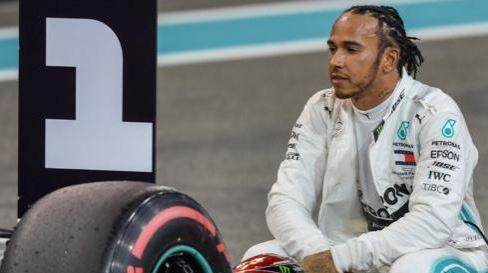 Hamilton on pole in Abu Dhabi as Ferrari mess up final lap Capt1127