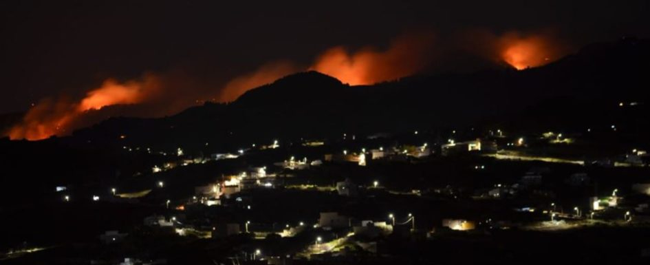 Hard night ahead for firefighters in second major blaze in Gran Canaria in a week Gc-fir10