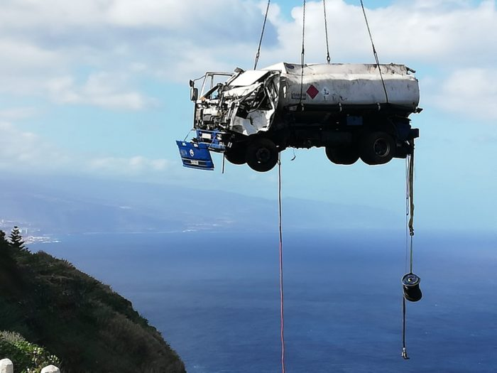 Painstaking operation to recover lorry full of diesel which fell into a barranco becoming perched on the edge of a cliff Lorry-10