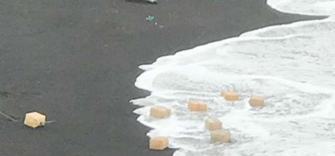 Lanzarote: Bales of drugs wash up on popular beach Page-119