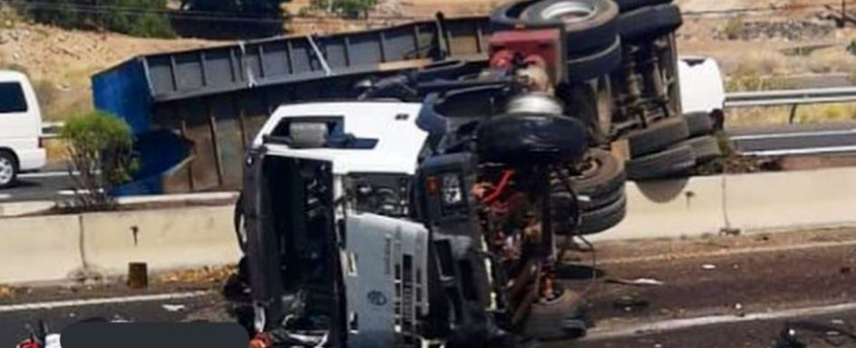 One dead and two seriously injured as lorry overturns and breaks through central reservation of TF1 at Fañabe Tf1fan10