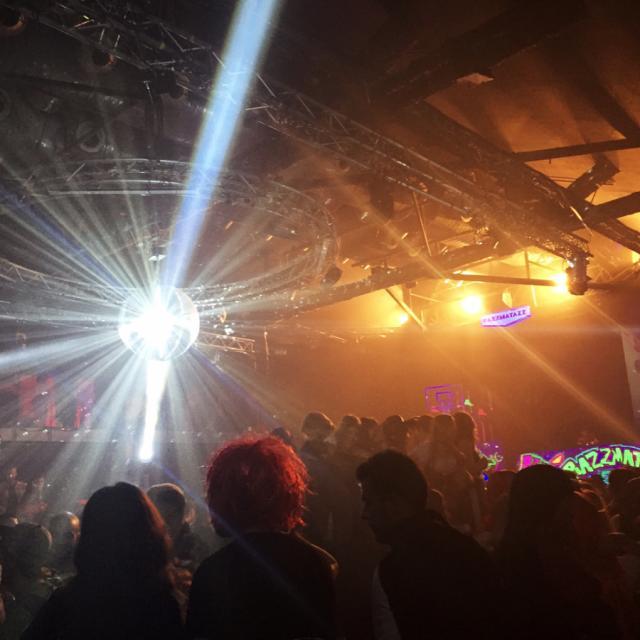 tournée à travers les meilleurs club dance du monde LEMD-LEBL Razzz10